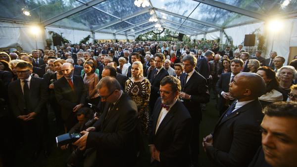 Veranda pleine de monde à la Journée franco-allemande