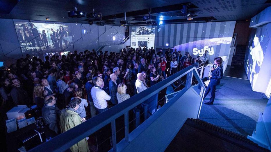 En cette veille de week-end, #fbf sur les 10 ans de la chaîne @syfy  #syfy #sciencefiction #evenementiel #event #instacool #videomapping #digitalart