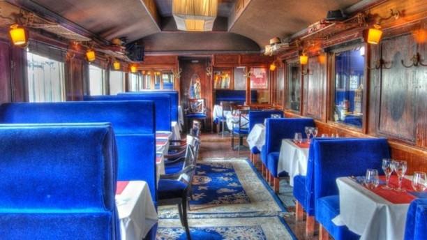 le-wagon-bleu-vue-de-l-interieur-ad528