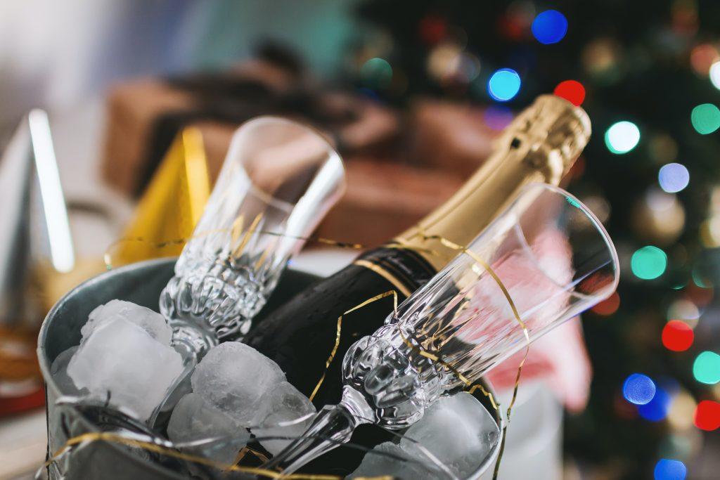 Créer une soirée Gatsby de Noël